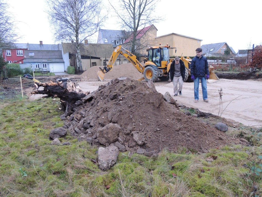 Valdemar og John inspicerer byggeriet