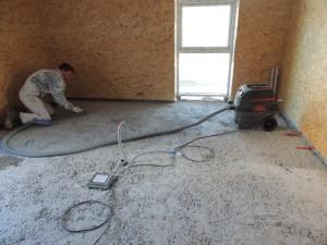 Sådan ser betondækket ud, inden mureren fremstiller klaplaget.